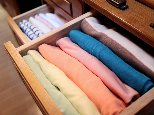 毎日綺麗に服をたたんで収納するのは、大変だし時間がかかる