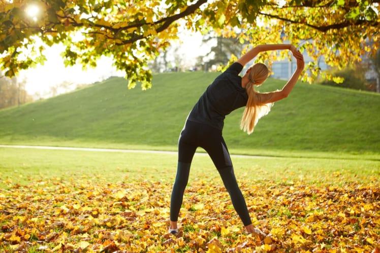 ストレッチすることで凝り固まった身体をほぐす