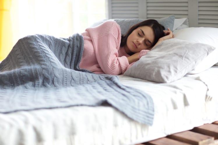 休日に寝溜めする人も多いかもしれないけれど